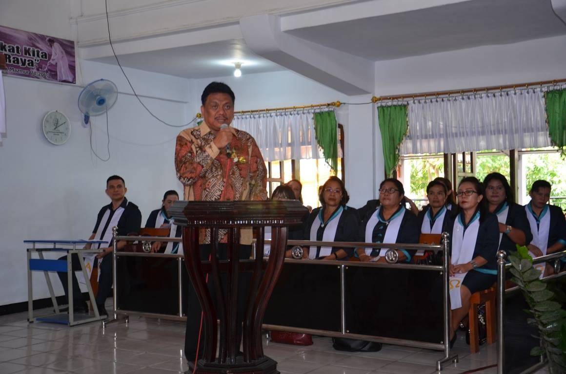 Sulut Olly Gubernur Dondokambey, ketika memberikan sambutan di GMIM Kinamang, Kairagi Dua, Wilayah Manado Timur III.