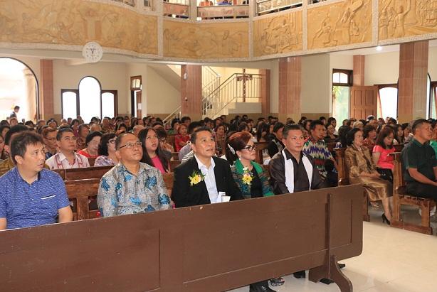 Wali Kota Tomohon dan Wakil Wali Kota Tomohon Rayakan Paskah di GMIM Baitani Matani