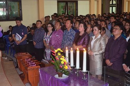 SAS dan jajaran Pemkot Tomohon mengikuti ibadah pelantikan