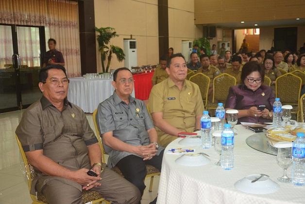 Wali Kota Tomohon saat mengikuti Sosialisasi TP4D