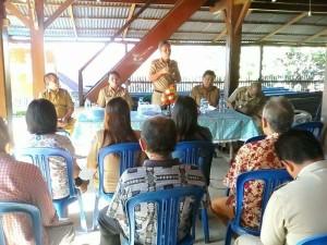 Wabup Minsel ketika memberikan arahan terkait manfaat proyek Pamsimas di Desa Pakuure Kinamang