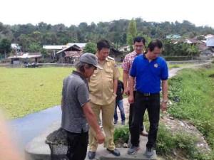 Wabup Ivansa Tinjau Kerja Bakti Pembuatan Tanggul di Danau Tombakar Tataaran Satu