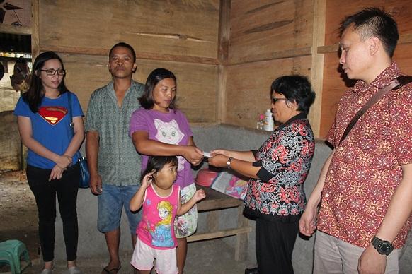 Bantuan dari gaji SAS yang diberikan kepada adik Novita di Pangolombian
