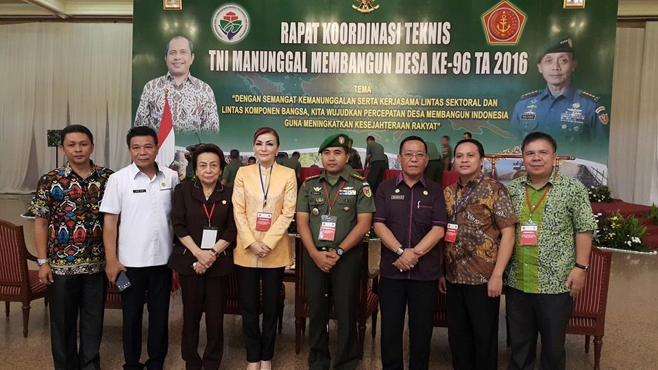 Bupati Minsel Christiany Eugenia Paruntu, Ketua DPRD Minsel Jenny Tumbuan dan jajaran Pemkab Minsel, saat menghadiri TMMD ke 96 di Gedung Balai Prajurit Jakarta, Kamis (7/4)