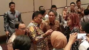 CEP-FDW dan Gubernur Sulut Olly Dondokambey di sela-sela rakor antara Kepala daerah se Sulut dengan anggota DPR/DPD Dapil Sulut