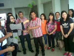 SMAN 8 Manado ,Deysi Kawulur SPd,  Drs Piether Owu ME