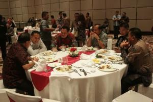 Wali Kota bersama pimpinan DPRD Sulut dan kepala daerah lain di Sulut