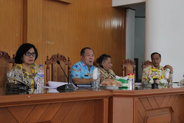 Ketua Panitia memimpin Rapat Panitia Hardiknas se-Sulut di Kota Tomohon
