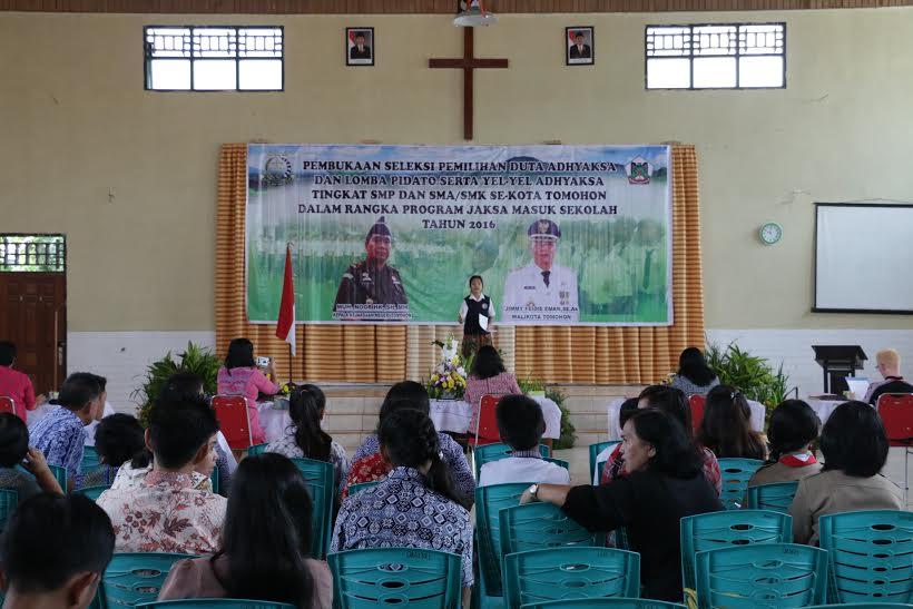 Lomba Pidato di Aula SMA Kristen 1 Tomohon