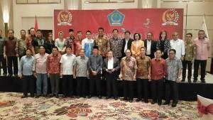 Foto bersama kepala daerah se Sulut dan anggota DPR/DPD dapil Sulut dalam Rakor