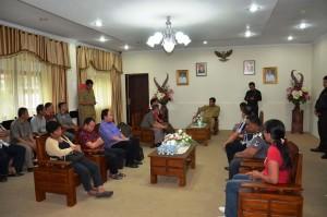 Pertemuan Wagub Sulut Steven Kandouw, dengan tenaga cleaning servis di kantor gubernur Sulut