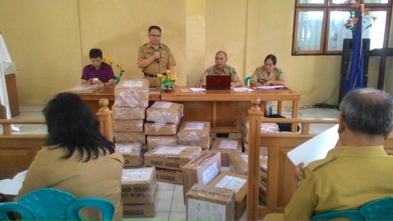 Distribusi soal SMP di Dikda Tomohon
