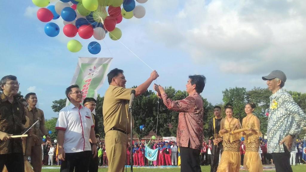 Gubernur Sulawesi Utara ,Olly Dondokambey, Porseni Politeknik , Lapangan KONI,