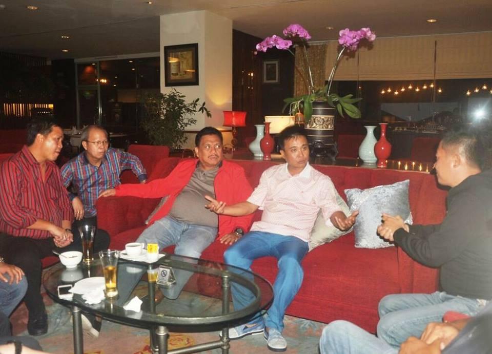 Gubernur Sulut Olly Dondokambey dan Wagub Steven Kandouw dalam pertemuan dengan pihak Lion Air, bersama sejumlah wartawan TV asal Tiongkok.