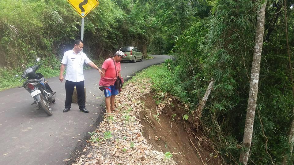 Hujan  Lebat, Sejumlah Ruas Jalan di Minsel Longsor dan Nyaris Putus