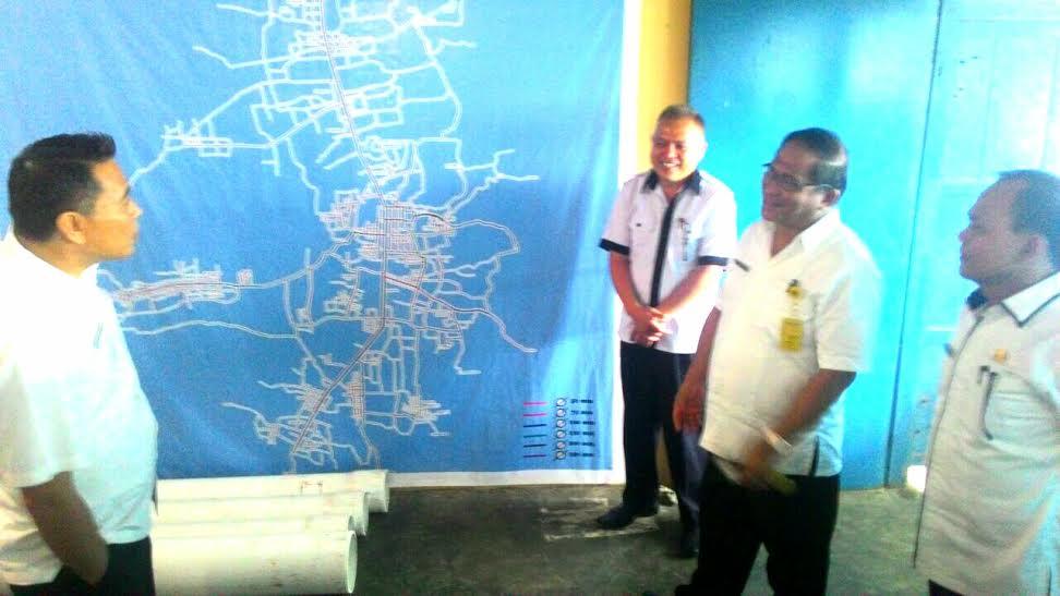 Wali Kota Tomohon saat mengecek keberadaan PDAM