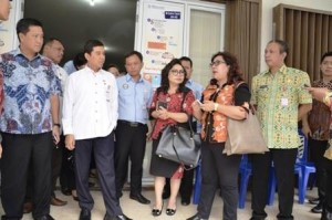 Didampingi Wagub Sulut, Menpan-RB Tinjau Penyelenggaraan Pelayanan Publik