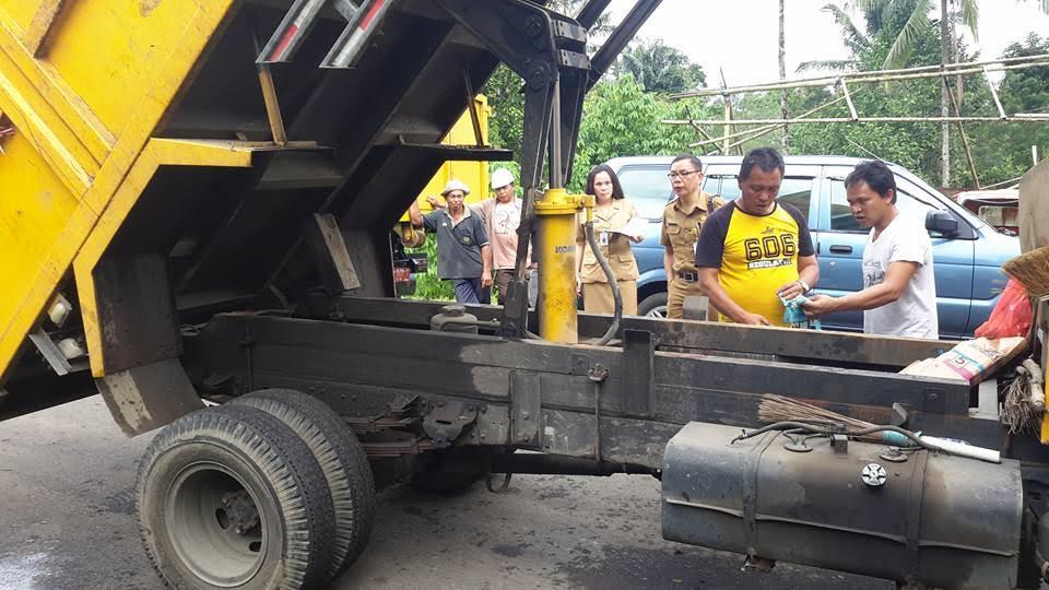 Pengecekan fisik armada pengangkut sampah