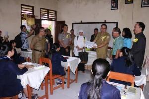 Tim Ipjen-Direktorat Kemendikbud Pantau Ujian Nasional SMP di Tomohon