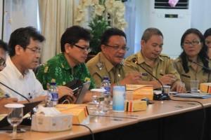 Wawali Bitung  dalam rapat  Koordinasi Percepatan Pembangunan Infrastruktur Konektivitas dan sistem Logistik di Kawasan Timur Indonesia di Ruang Rapat WOC, Kantor Gubernur Sulawesi Utara