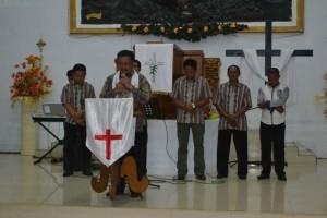 Wawali Bitung Maurits Mantiri saat memimpin ibadah pemukaan Hapsa PKB Wilayah Bitung VI