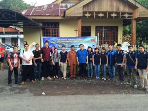 Foto bersama KT Sulut dan pemerintah Desa Tangkunei Kecamatan Tumpaan saat pelaksanaan baksos dan pengobatan gratis