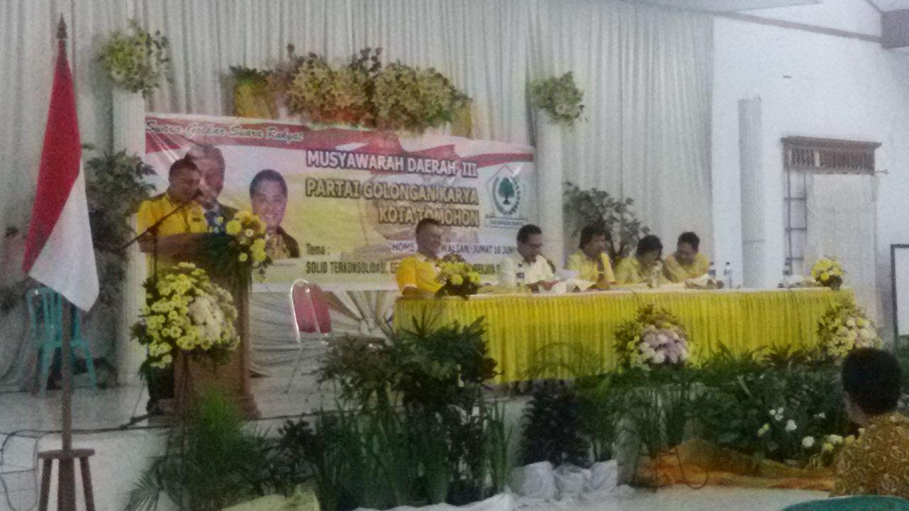 Pemandangan Umum Pengurus Partai Golkar Kecamatan yang merekomendasikan pemecatan anggota Fraksi Partai Golkar tak dukung  EMAS