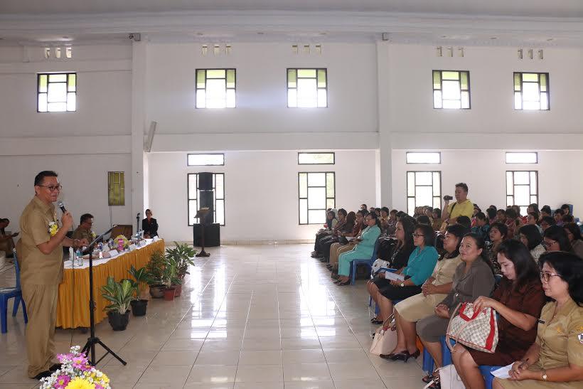 Wali Kota Tomohon Jimmy F Eman SE Ak saat memberikan sambutan sekaligus materi