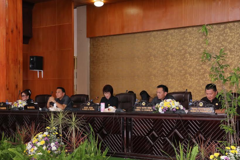 Wali kota, wakil wali kota bersama pimpinan DPRD Tomohon