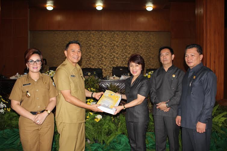 Penyerahan Laporan Pertanggungjawaban Pelaksanaan APBD Tomohon tahun 2015