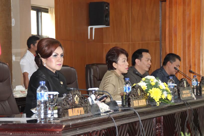 Wakil Wali Kota Tomohon Syerly Adelyn Sompotan dan Pimpinan DPRD Tomohon