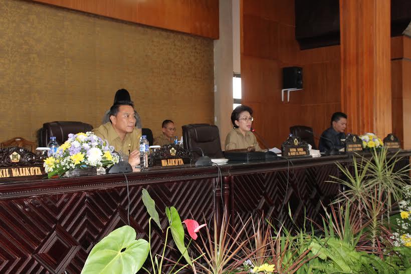 Wali Kota dan Pimpinan DPRD pada Rapat Paripurna