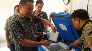 Antisipasi Beredarnya Vaksin Palsu, Wali Kota Tomohon Sidak Dua Rumah Sakit dan Satu Puskesmas