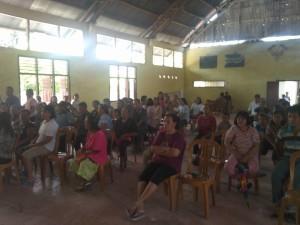 Warga Tumaluntung Kecamatan Tareran yang mengikuti kegiatan baksos dan pengobatan gratis KT Sulut