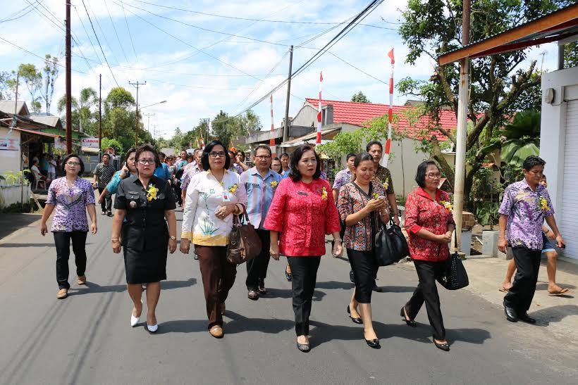 Penilaian lomba kelurahan di Woloan Satu Tomohon Barat Kota Tomohon