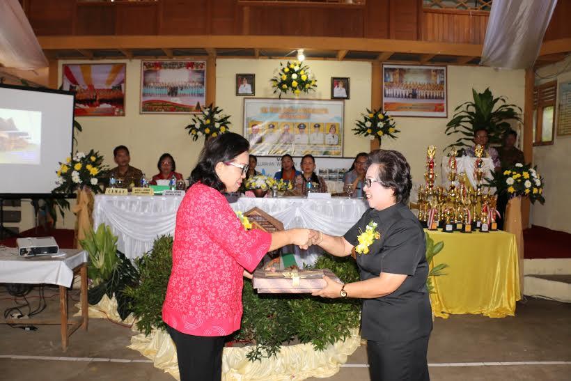 Lurah Woloan Satu dan Ketua Tim Penilai Lomba Kelurahan se-Sulut
