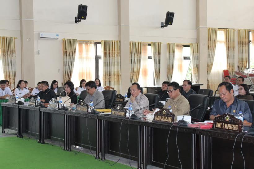 Rapat Paripurna Pemandangan Umum Fraksi DPRD Tomohon terhadap Pertanggungjawaban APBD 2015