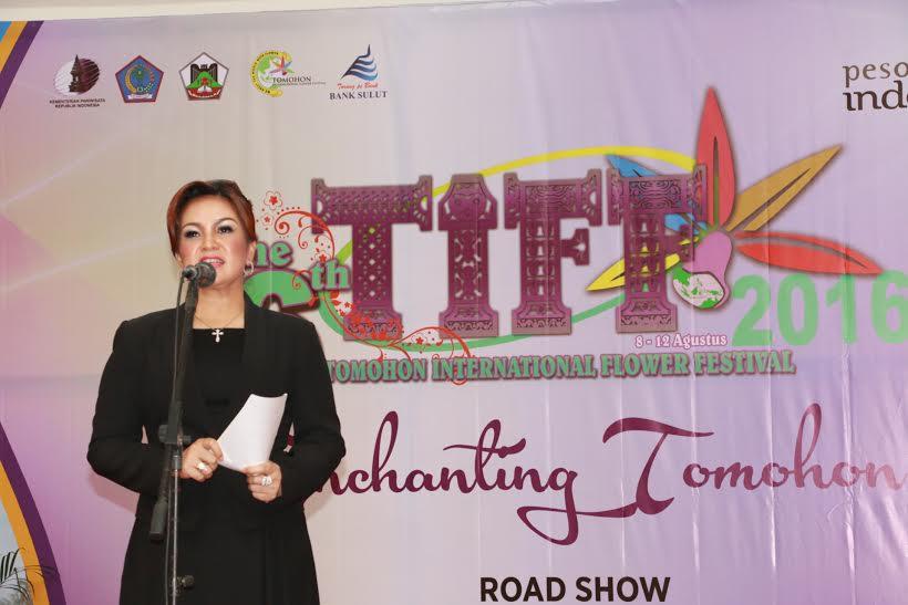 Wakil Wali Kota Tomohon Syerly Adelyn Sompotan yang juga Ketua Panitia TIFF 2016 membawakan sambutan di Road Show TIFF Batam