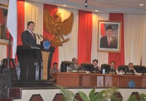 Wagub Sulut, Steven Kandouw, ketika memberikan sambutan di paripurna istimewa DPRD Sulut