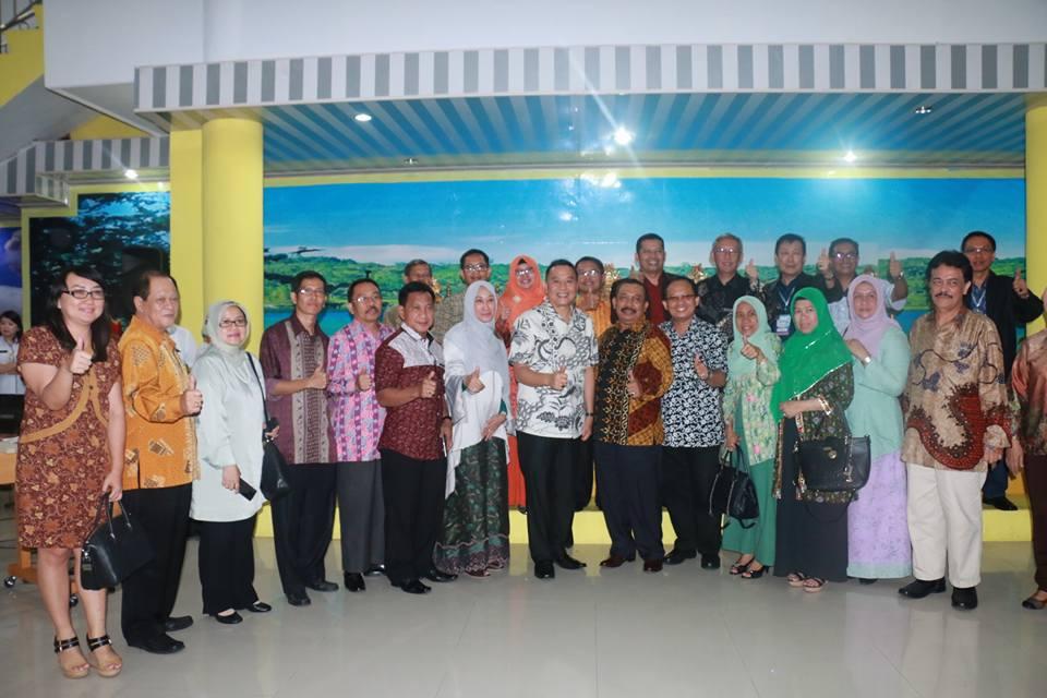 Wali Kota Tomohon foto bersama anggota AFEBI