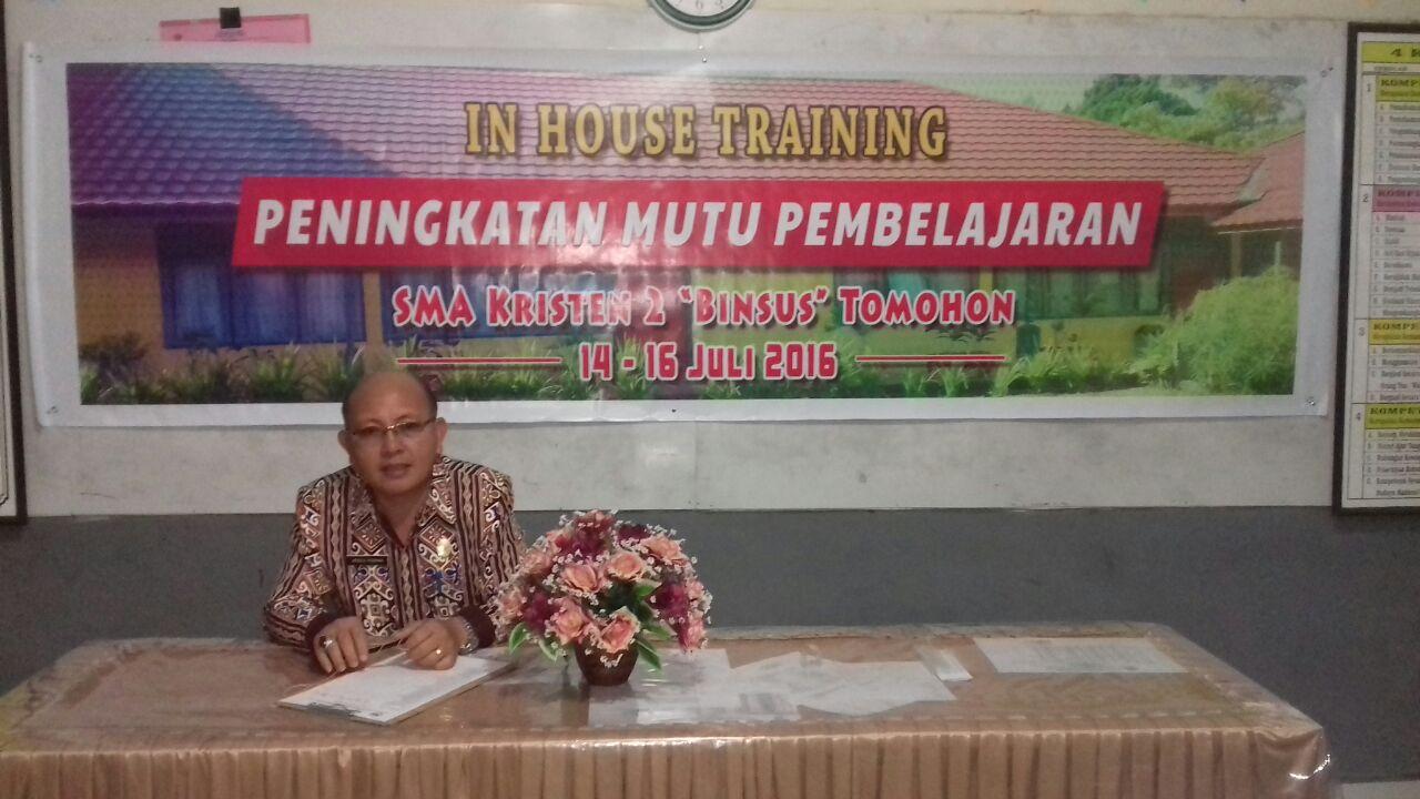Drs Arnold Posumah MM, Kepala SMA Kristen 2 Binsus Tomohon