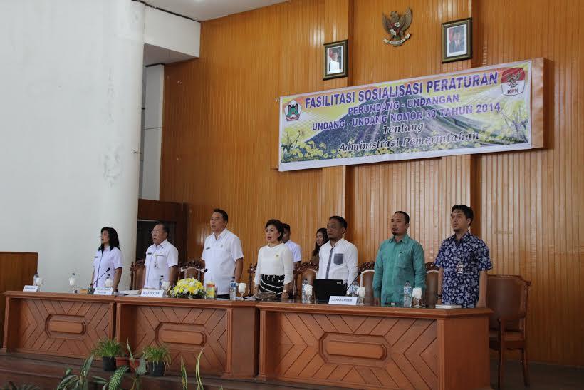 Wali Kota, Ketua DPRD Tomohon dan Pembawa Materi dari KPK-RI