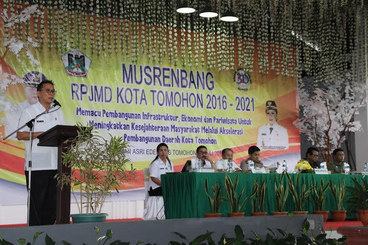 Wali Kota Tomohon JImmy F Eman SE Ak saat membuka Musrenbang RPJMD tahun 2016-2021