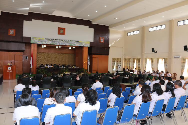 Rapat Paripurna DPRD Tomohon dalam rangka Penetapan Ranperda Pertanggungjawaban APBD Tahun Anggaran 2015