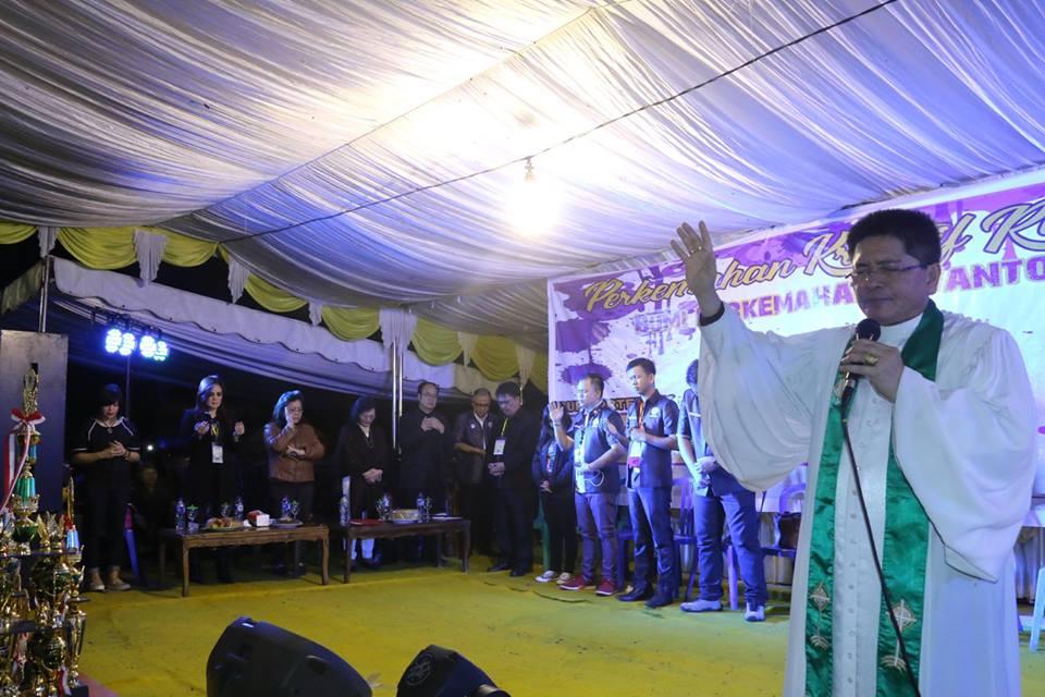 Wakil Ketua BPMS Pdt Arthur Rumengan memimpin Ibadah Penutupan