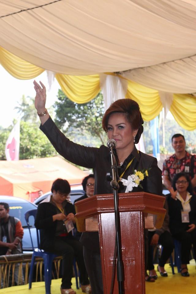 Ketua Umum Panitia Syerly Adelyn Sompotan  membawakan laporan kegiatan