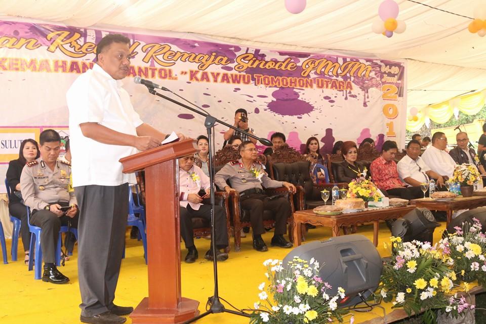 Gubernur Sulut Olly Dondokambey SE saat membuka Perkemahan Kreatif Remaja Sinode GMIM