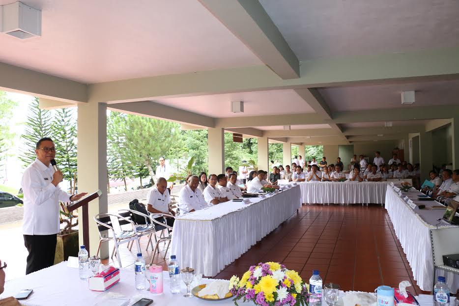 Wali Kota Tomohon Jimmy F Eman SE Ak membuka Forum BKD se-Sulut