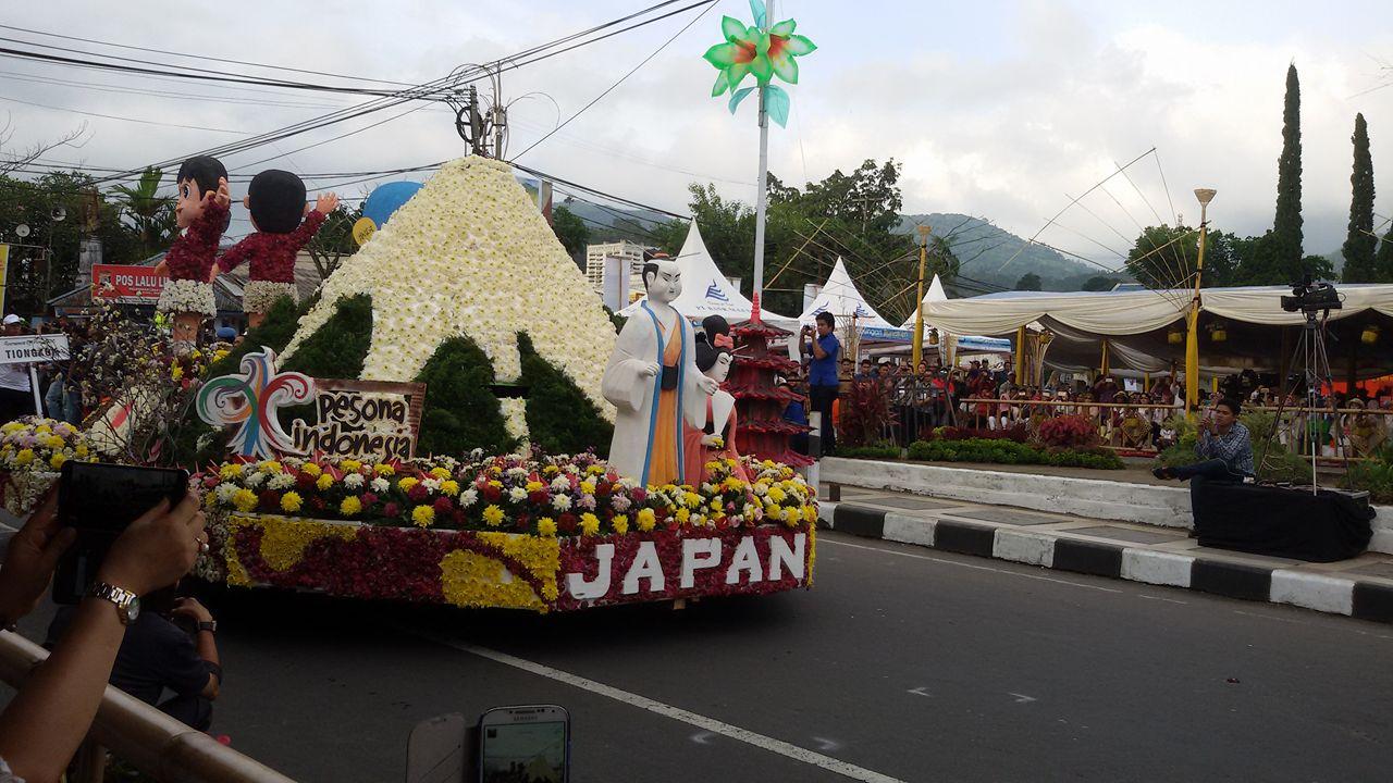 Float negara sahabat Jepang