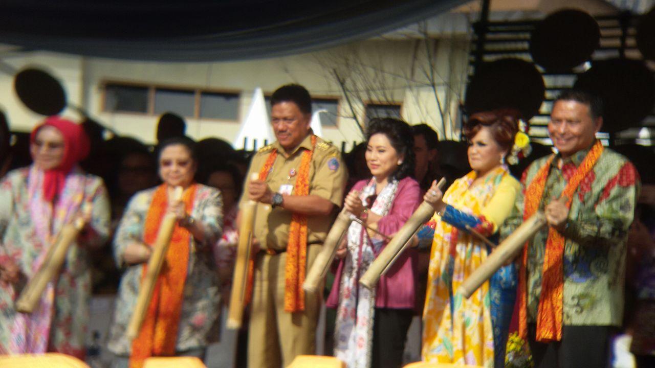 Gubernur bSulut Olly Dondokambey SE membuka TIFF bersama Presiden Kelima RI Megawati Soekarno Puteri